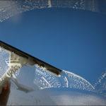 الطريقة الصحيحة لتنظيف المرايا و الزجاج